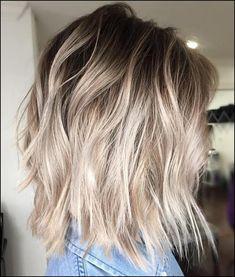 40 Beautiful Blonde Balayage Looks #Frisuren2018 #HairStyles #bobfrisuren2018 #ModerneFrisuren #frisuren2018frauen #kurzhaarfrisuren2018 #frisurenmänner2018 #frisuren2018frauen #Manner Frisuren2018Trendy ash-blonde Frisurenvariieren mächtig, denn ebendiese zu tun sein sorgfältig ausgewählt werden, um in Friede-Freude-Eierkuchen mit Ihren in...