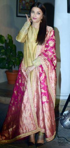 Aishwarya Rai Bachchan Is The Epitome Of Class In This Sabyasachi Outfit! Anarkali Dress, Pakistani Dresses, Indian Dresses, Indian Outfits, Lehenga, Sarees, Salwar Kurta, Lace Dresses, Bridal Dresses