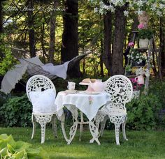 I so could do this in my backyard.  Look at that ladder-what a fun idea!