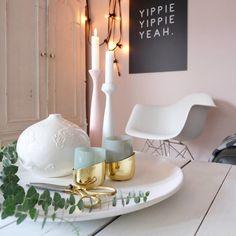 Meine Lieblingsschale... - Foto von Mitglied So.leben.wir #solebich #interior #einrichtung #inneneinrichtung #deko #decor #gold #candle #candleholder #eamesarmchair #vase #fairylights #tray #tablett #kerze #kerzenhalter #kerzenständer #lichterkette #tablett