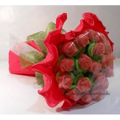 Ramo de Rosas de congominolas.com. Ramo hecho con lenguas y manzana verde imitando rosas. Cake Bouquet, Diy Bouquet, Chocolate Bouquet Diy, Celebration Love, Marshmallow Cake, Edible Bouquets, Sweet Trees, Diy Gift Baskets, Deco Originale