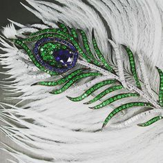 Peacock Feather 💎💎💎 เข็มกลัดขนนกยูง เตรียมไปโชว์ในงาน Hongkong Fair 2016 ครับ 👍🏻👍🏻👍🏻 #feather #peacock #brooch #diamond #bluesapphire #delicate #beautiful #wonderful #colorful #green #blue #white #fashion #design #highquality #hightjewelry #finedesign #finejewelry #thailand #siamparagon #theemporium #primagems #primagems_official 💎💎💎💎💎