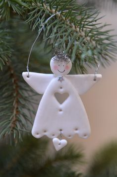 Could do this with air-dry clay or Fimo . Clay Christmas Decorations, Polymer Clay Christmas, Christmas Tree Ornaments, Angel Crafts, Christmas Projects, Holiday Crafts, Christmas Makes, Christmas Angels, Christmas Fun