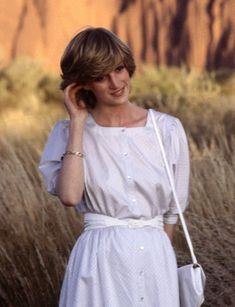 Princess Diana Photos, Princess Diana Fashion, Princess Diana Hair, Lady Diana Spencer, Royal Fashion, 90s Fashion, Paris Fashion, Diana Haircut, Estilo Ivy