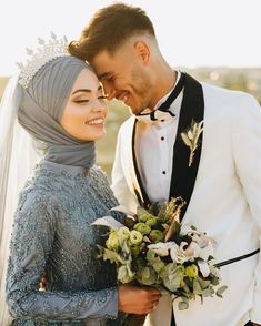 Image may contain: one or more people and wedding Muslim Couple Photography, Wedding Photography Poses, Wedding Poses, Wedding Photoshoot, Wedding Couples, Cute Couples, Photography Styles, Niqab, Turkish Wedding