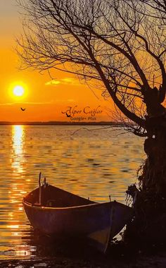 Untitled — Splendid sunset at lake by. Sunset Pictures, Nature Pictures, Beautiful Pictures, Sunset Pics, Blue Pictures, Weird Pictures, Beautiful Nature Wallpaper, Beautiful Landscapes, Amazing Sunsets