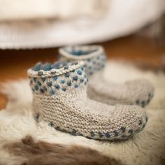 Worm slippers!  Cadeautje pattern by Ysolda Teague #thrumming