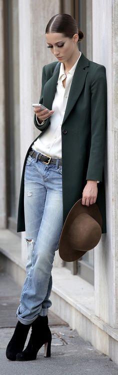 Simple but elegant... dresstoimpressfashion.blogspot.com.es