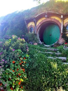 Where to find Hobbits in New Zealand! The Weta Cave & Hobbiton. #NewZealand #Hobbits #LOTR #Hobbiton