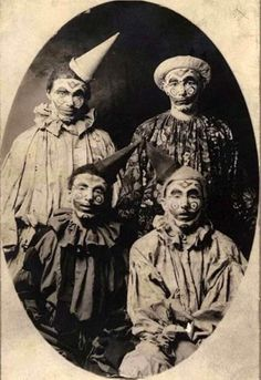 38 Ridiculously Creepy Old School Clowns - Creepy Gallery. Some awesome clown photos which I didn't find creepy. Halloween Clown, Gruseliger Clown, Circus Clown, Circus Theme, Halloween Ball, Circus Birthday, Circus Party, Birthday Parties, Vintage Bizarre