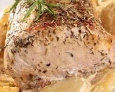 Rôti de porc à l'ail, au thym et rattes au four (facile, rapide) - Une recette CuisineAZ