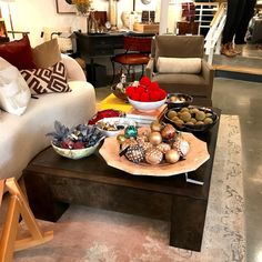 One Kings Lane - SoHo NYC - Kara Mann coffee table - holiday decor - photo - Laurel Bern