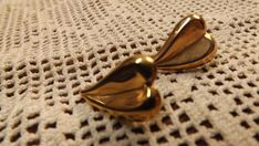 Lightweight+and+smart+looking,+this+heart+shaped+pair+will+brighten+up+any+outfit.+12K+gold+fill+by+Amway+Artistry
