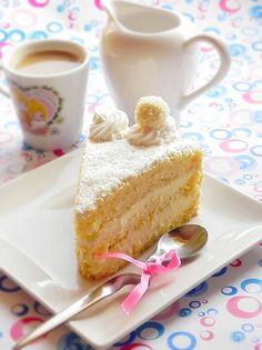 Tort cu crema de ciocolata alba - Dulciuri fel de fel Romanian Food, Romanian Recipes, White Chocolate Cake, Vanilla Cake, Tiramisu, Sweet Treats, Deserts, Pudding, Sweets