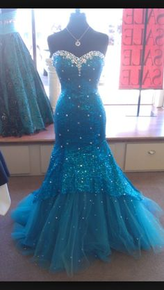#prom dress #blue #sparkly Love this