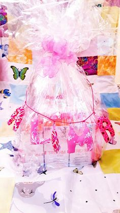 *TRIDERM Windeltorte*  https://babyknopfauge.blogspot.de/2016/10/triderm-windeltorte.html  Ich vertraue darauf und habe unserer süßen neu Geschlüpften Nichte ein Baby-Pflegepaket zusammengebastelt. Windeltorten sind unheimlich praktisch, darin kann man alles reinpacken was das Baby so am Anfang seines Lebens braucht...Windeln, Cremes, Schnullies und und und...