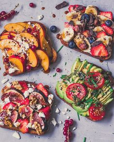 Who wants to join this toast party by healthy_belly Sourdough toasts topped with Peaches Currants Ba. - Who wants to join this toast party by healthy_belly Sourdough toasts topped with Peaches Currants Ba. Avocado Toast, Avocado Breakfast, Healthy Snacks, Healthy Eating, Snacks Under 100 Calories, Healthy Food To Lose Weight, Aesthetic Food, Food Pictures, Nutella