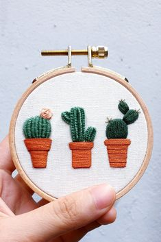Cactus Embroidery, Hand Embroidery Projects, Hand Embroidery Stitches, Embroidery Hoop Art, Simple Embroidery Designs, Floral Embroidery Patterns, Broderie Simple, Crochet, Crafts
