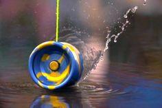 El 6 de junio de cada año se celebra el Día Mundial del Yo-yo. El yo-yo es un juguete peculiar formado por dos discos de madera e otros materiales con una ranura profunda en el centro alrededor de la cual se enrolla un cordón que anudado a un dedo se hace subir y bajar.</p>