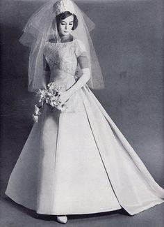 pillbox veil bride