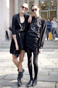 Look chic, look punk, look punk rock! If you want to dress like a real punk this 2018 in adult way, then I highly recommend to take a look through this awesome All Black Fashion, Punk Rock Fashion, All Black Outfit, Street Fashion, Rocker Fashion, Black Outfits, Milan Fashion, Fall Outfits, Street Style 2016