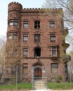 Abandoned The Elmore Home,-Detroit,Michigan (Belonging To A writer (Elmore Leonard) 45 published novels, about a third are set in Detroit, the city he lived in for most of his life and where he was buried last weekend at the age of Abandoned Detroit, Old Abandoned Buildings, Abandoned Property, Abandoned Mansions, Old Buildings, Abandoned Places, Abandoned Prisons, Beautiful Homes, Beautiful Places