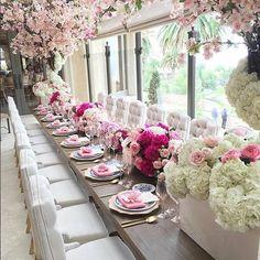 Beautiful... #Repost @myweddingmerchant These colours Florals | @bloomboxdesigns Chairs | @revelryeventdesign #WeddingDay #FloralArrangement #Bride #Wedding #BridetoBe #FloralDesign #BridalShower #WeddingIdeas #WeddingFlowers #WeddingBlogger #MyWeddingMerchant #EventStyling #weddingphotography #Texase