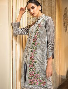 Khas Luxury Pret Formal Silk & Velvet Kurtis Collection 2020 contains embroidered winter formal shirts with organza duappatas and awesome stitching styles Latest Fashion Trends, Fashion Brands, Fancy Buttons, Velvet Dresses, Creative Shirts, Winter Formal, Off White Color, Punjabi Suits, Festival Outfits