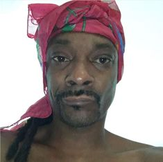 Snoop dog lookin like sombodys mother after she done did the dishes mop the floor vacuumed and complained that nobody helps her Meme Faces, Funny Faces, Reaction Pictures, Funny Pictures, Response Memes, Current Mood Meme, Snoop Dogg, Cartoon Memes, Cute Memes