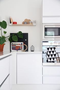iittala hunajaista keittio aitio hylly Kitchen Dining, Kitchen Cabinets, Kitchen Inspiration, Kitchen Interior, Google, Home Decor, Decoration Home, Room Decor, Cabinets