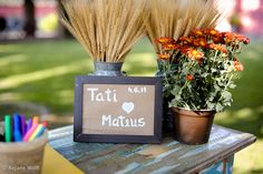 plaquinhas para indicar aonde os convidados deverão deixar suas mensagens para os noivos. Fotos: Rejane Wolff