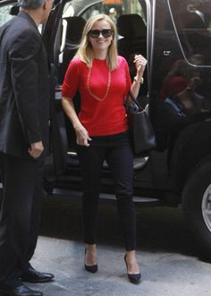Reese Witherspoon Arrives In Style In NYC (Photos)