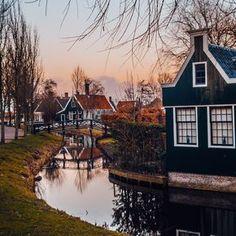 Zaanse Schans: A Fairy Tale Town Just Outside Amsterdam http://www.koogal.com.au/