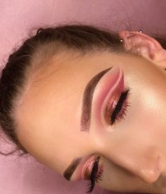 """Rosy tones BROWS: @anastasiabeverlyhills #anastasiabrows brow pro palette using soft brown and chocolate and set with their clear brow gel. EYES: @shopvioletvoss palette using transition, wine n dine, teddy bear, cranberry splash, on fleek and so jelly For my lid I used the @inglot_usa pigment in 86! Lashes are by @lillyghalichi @lillylashes #lillylashes in """"diamonds""""✨ FACE: @milanicosmetics 2 in 1 foundation in 03. Set under eyes and face with @rcmamakeup Bronzer is by @cargocosmetics..."""
