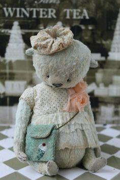 Белый мишка Тедди в белом платье от вдохновляющего мастера Анны Цымбал
