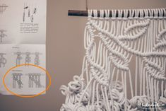 macrame-solmu-ohje Macrame Wall Hanging Patterns, Macrame Plant Hangers, Macrame Patterns, Afghan Crochet Patterns, Bead Sewing, Macrame Curtain, Macrame Design, Macrame Projects, Macrame Knots