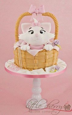 Marie Aristocats Cake Marie is still a popular character! Gorgeous Cakes, Pretty Cakes, Cute Cakes, Amazing Cakes, Marie Aristocats, Crazy Cakes, Fancy Cakes, Fondant Cakes, Cupcake Cakes