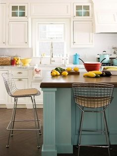 Kitchen with wire stools. They would go great in my kitchen.