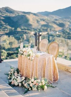 Stylish gold table cloth Gold Wedding Inspiration Gold Wedding Ideas Gold Luxe Wedding Gold Glitter Wedding Gold Wedding Theme Gold Wedding Decor Gold Wedding Ceremony and Reception Gold Wedding Style Lilac Wedding, Trendy Wedding, Spring Wedding, Perfect Wedding, Wedding Colors, Wedding Bouquets, Wedding Flowers, Sweet Heart Table Wedding, Glitter Wedding