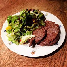 Rib-Eye-Steak #diät #eatclean #food #fitness #foodgasm #foodporn #foodlover #foodlover #gesund #gönnen #gesundessen #lowcarb #leckerschmecker #salat #steak#ohnefleißkeinpreis #protein #pfannengericht #tags4likes by breuer15