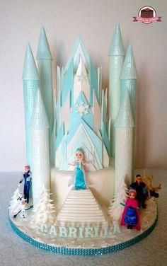 Frozen cake - amazing castle - Frozen party ideas Disney Frozen Cake, Frozen Theme Cake, Frozen Birthday Cake, Disney Cakes, Frozen Party, Tiffany Mason, Pastel Frozen, Anna Cake, Olaf Cake