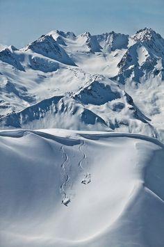 Drop in | Alpine Set I Last Frontier Heliskiing  I Photo Credit: Randy Lincks  I © Last Frontier Heliskiing