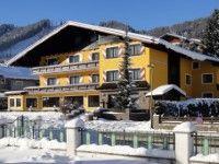 Hotel Schladmingerhof in Schladming #SILVESTER #SKIURLAUB #SCHLADMING www.winterreisen.de Das gemütliche 3-Sterne-Hotel Schladmingerhof befindet sich in ruhiger Lage, etwa 1,6 km vom Zentrum und vom Planai-Skigebiet entfernt. Der Skibus hält in ca. 200 m Entfernung und den Einstieg in die Langlaufloipen von Rohrmoos Schladming erreichen Sie nach ungefähr 5 km.
