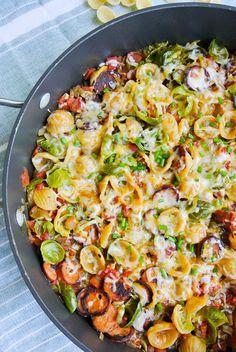 {tex-mex one skillet pasta} savory chicken sausage + veggies simmer into a wonderful one-pot pasta everyone will love!