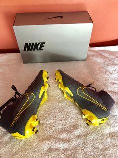 Cool Football Boots, Soccer Boots, Football Stuff, Nike Cleats, Soccer Cleats, Tacos Nike, Messi Y Ronaldinho, Nike Mercurial Superfly, Skateboard Deck Art