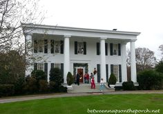 Between Naps on the Porch   Madison Town and Country Holiday Home Tour and Mystery Footprints   http://betweennapsontheporch.net