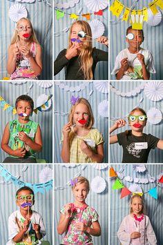 Met wat leuke snorren, brillen en lippen kan je van iedereen feestelijke foto's maken met de polaroidcamera en meteen mee naar huis geven.