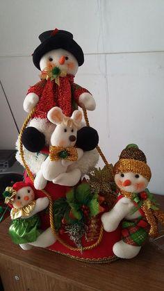 Yael Fernandez's media content and analytics Christmas Baskets, Christmas Gnome, Christmas Wreaths, Christmas Ornaments, Christmas Time Is Here, Christmas 2019, Christmas Holidays, Christmas Craft Projects, Diy And Crafts
