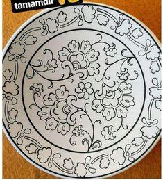 Painted Ceramic Plates, Ceramic Painting, Fabric Painting, Ceramic Art, Pottery Painting Designs, Pottery Designs, Stencil Designs, Paint Designs, African Pottery