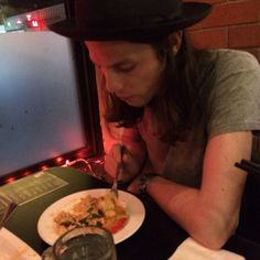 James Bay in a Thai Restaurant and he isn't having the green curry!!!! End of days!!!!
